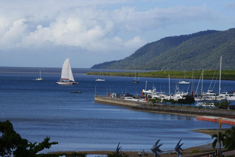 Trinity Bay from Balcony - APARTMENT WITH OCEAN VIEWS CENTRAL Cairns LOCATION - Cairns - rentals