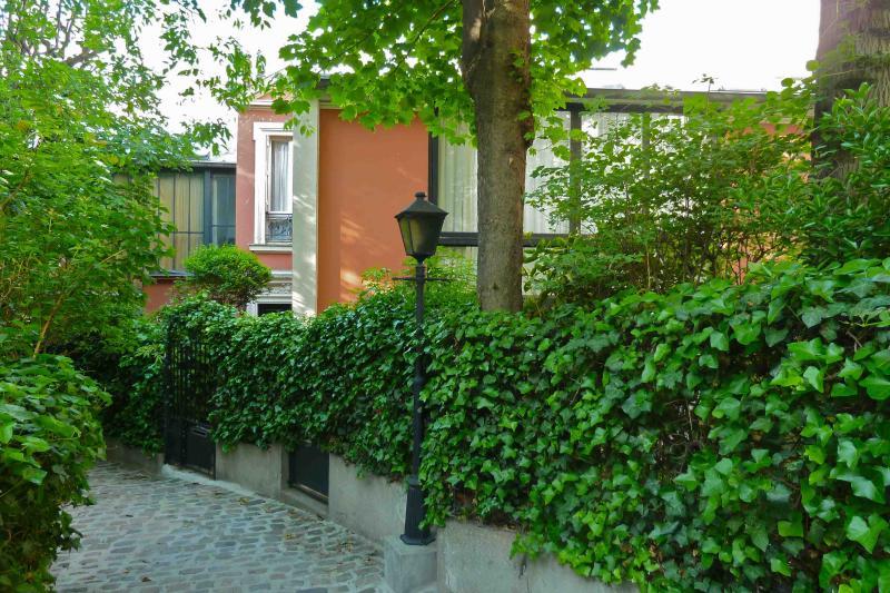 Montmartre Villa des Acacias - Image 1 - Paris - rentals