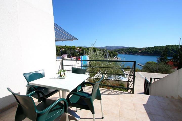 Seaside Village - apartment Maslina - Image 1 - Cove Makarac (Milna) - rentals