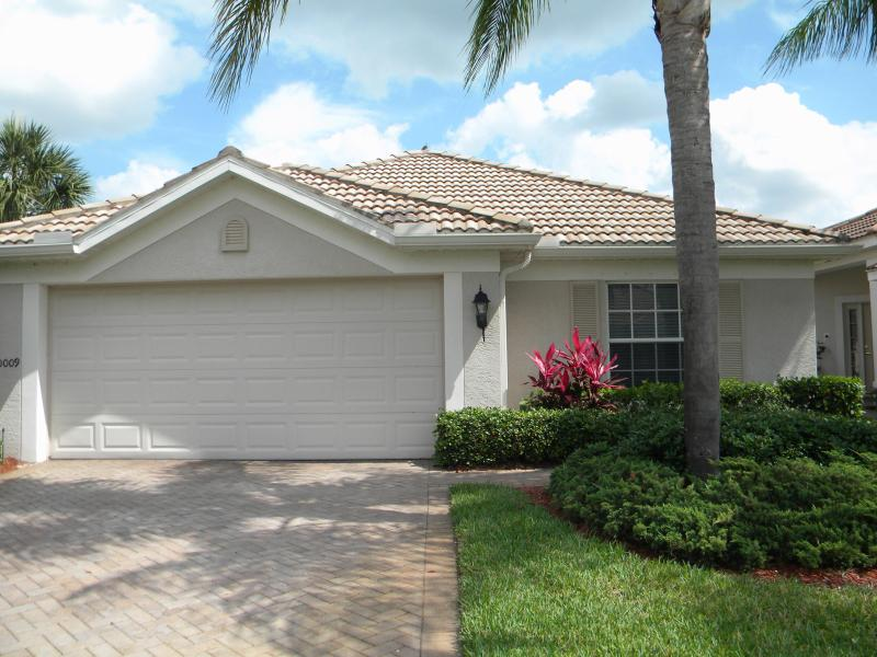 Colonial Country Club Pool Home - Image 1 - Fort Myers - rentals