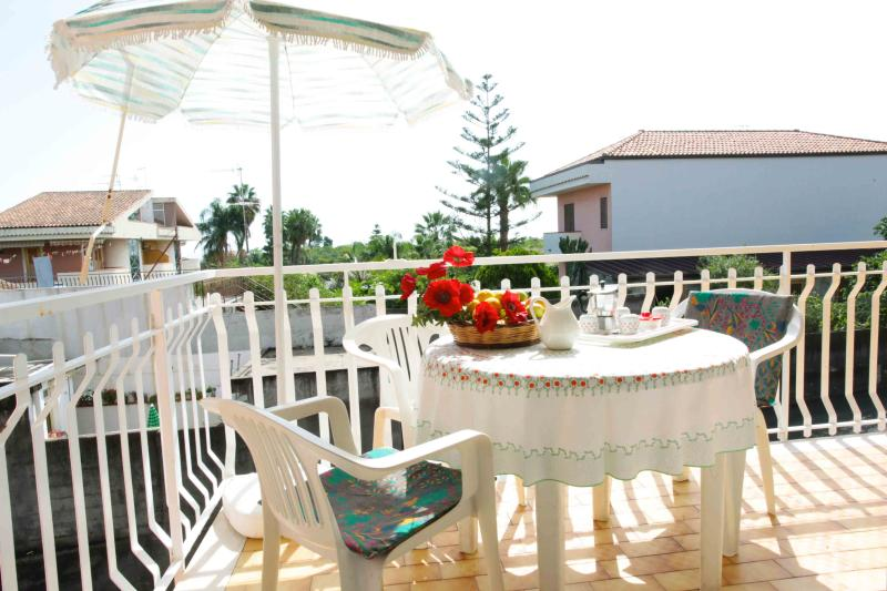 Large balcony with sea view - Vacanze Le Margherite - Apartment Mare - 4 people - Acireale - rentals