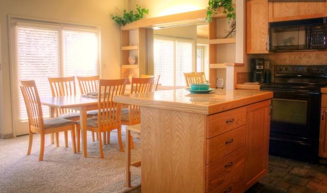 Kitchenette and dining area which opens to deck. - Eagle Crest Cabin on the Green! - Redmond - rentals