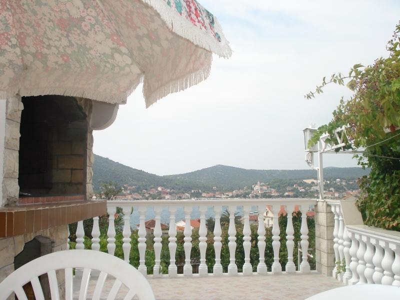 terrace near the barbecue - House Tatjana (6 People)- Vinišće Near Split - Vinisce - rentals