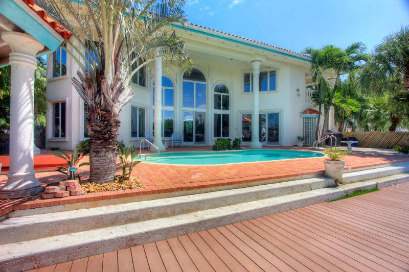 Back of the home.  Beautiful Pool and Spa - Key Colony Beach Magnificent Rental - Key Colony Beach - rentals