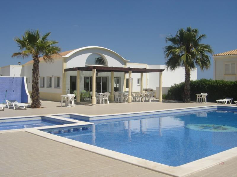 Share swimming pool - Lovely flat walking distance to the beach - Albufeira - rentals