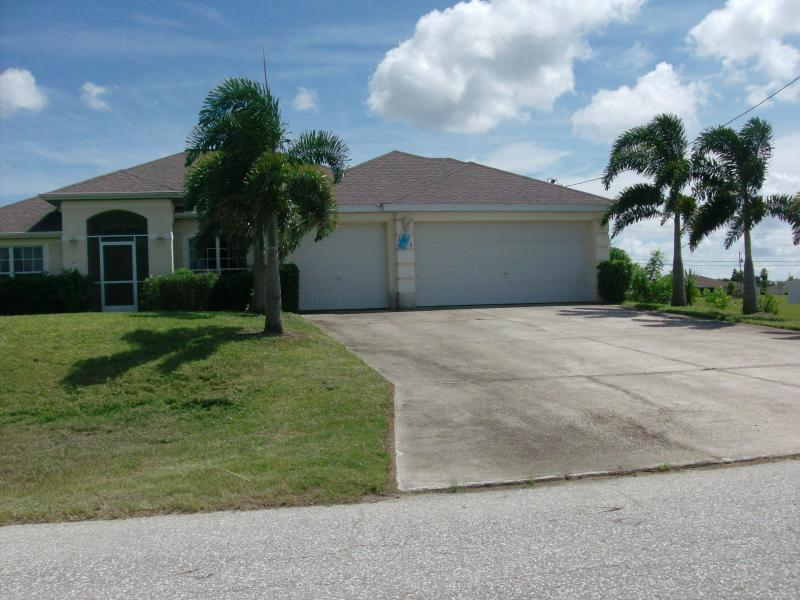 front of the house - Summer House Retreat - Cape Coral - rentals