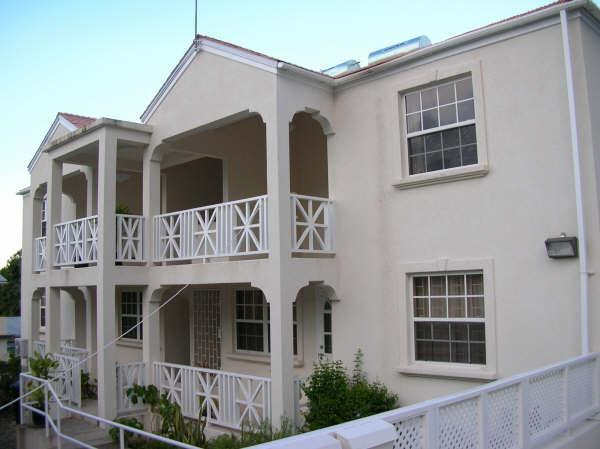 Exterior front - Large top floor two bedroom two bathroom fully equipped apartment - Christ Church - rentals
