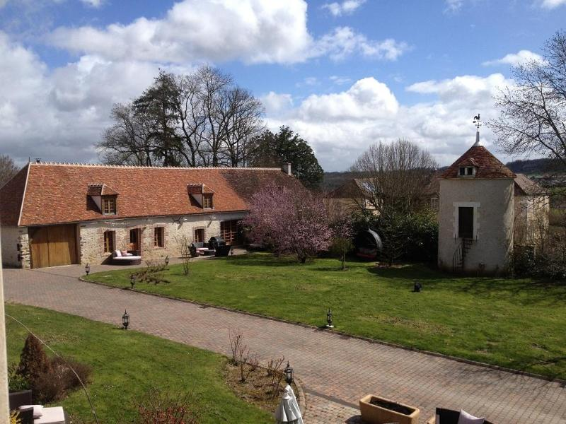 Exterior - Charming house 170m ² with cinema & spa 8 people - Auxerre - rentals