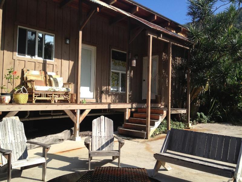Sugar Shack 3 driveway/patio/front porch - Sugar Shacks Hawaii - Captain Cook - rentals