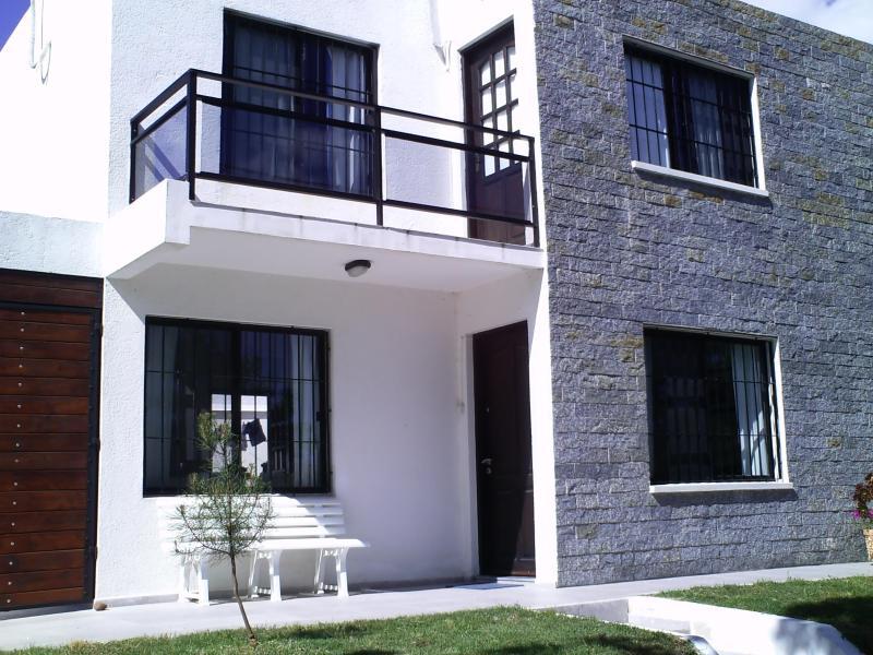 frente - casa muy bien equipada  ubicada a cuatrocientos metros de la playa y el centro de Piriapolis - Piriapolis - rentals