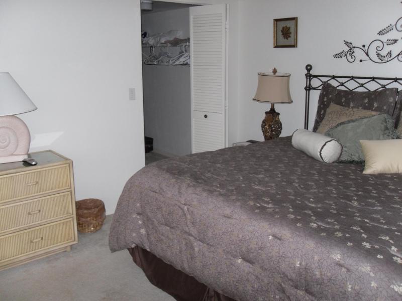 Master Bed and Closet entry - Naples, Fla., First floor, 2BR 2BA. two blocks to Vanderbilt Beach - Naples - rentals