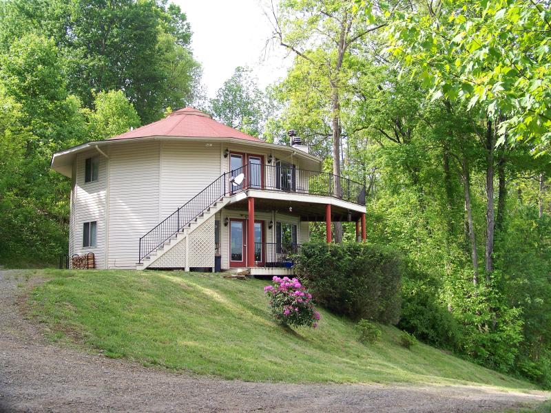 Round House - NC Mountain Rental Round House- 2 bedroom - Burnsville - rentals