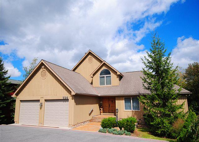 Front Exterior - Lake Pointe Retreat - McHenry - rentals
