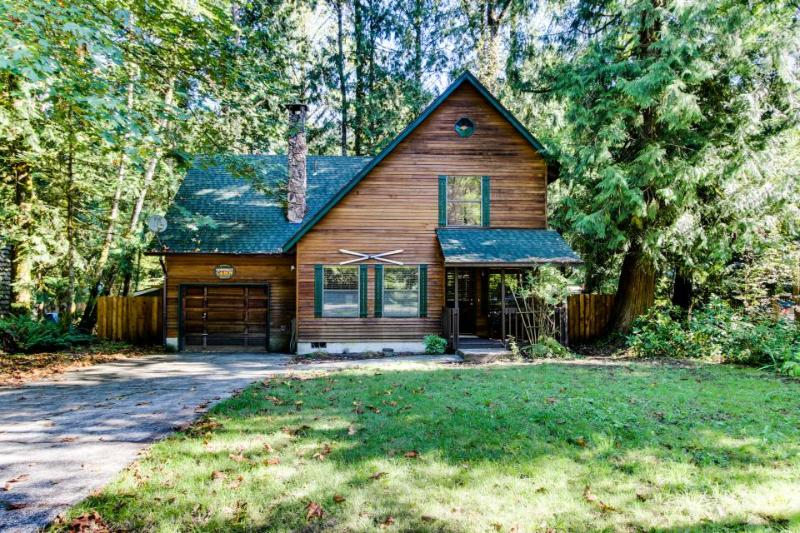 Pet-friendly cabin w/private hot tub, shared pool and sauna - Image 1 - Rhododendron - rentals