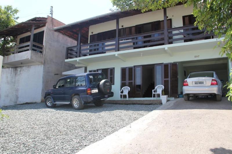 House 3 bedrooms, W-IFI, 5 min PARQUE BETO CARRERO - Image 1 - Penha - rentals