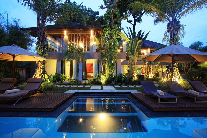 Pool and Garden - Villa Mojo – 4 Bedroom Tropical Villa in Seminyak - Seminyak - rentals