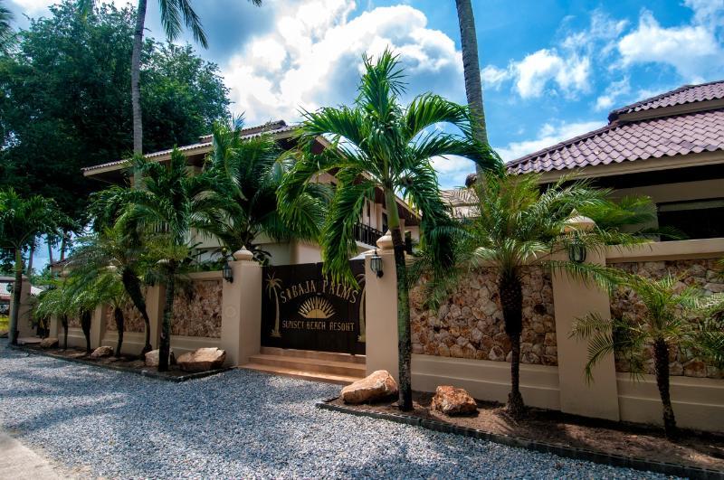 Sibaja Palms Entrance - Sibaja Palms Sunset Beach Villa - Taling Ngam - rentals