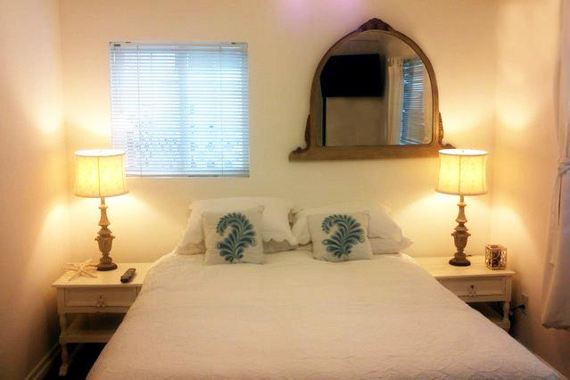 Walkstreet 2 Bed Fresh unit Minute to sand - Image 1 - Los Angeles - rentals