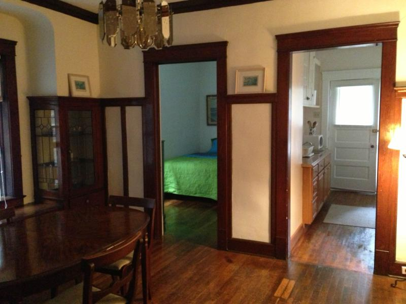 Dining Room, kitchen & back bedroom - 5 minutes from Cleveland Clinic: Hillcrest - Cleveland Heights - rentals