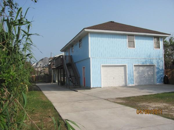 The Blue House - Pet Friendly, Beach close, 25 Ft Pool, Sleeps 10 - Port Aransas - rentals