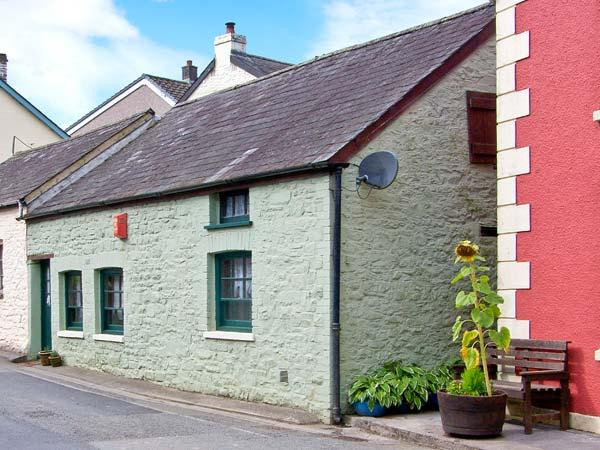 YR HEN EFAIL romantic retreat, woodburner, beams in Llandeilo Ref 28269 - Image 1 - Llandeilo - rentals