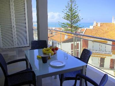 426730 - 2 bedroom apartment - Sun terrace and pool, with great sea views - Sleeps 4 - Nazare - Image 1 - Nazare - rentals