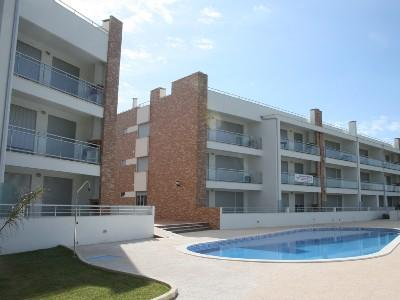 446677 - Modern Air Conditioned apartment, Free Wifi, Balcony with BBQ, 500 meteres from Beach - Sleeps 8 - Sao Martinho do Porto - Image 1 - Sao Martinho do Porto - rentals