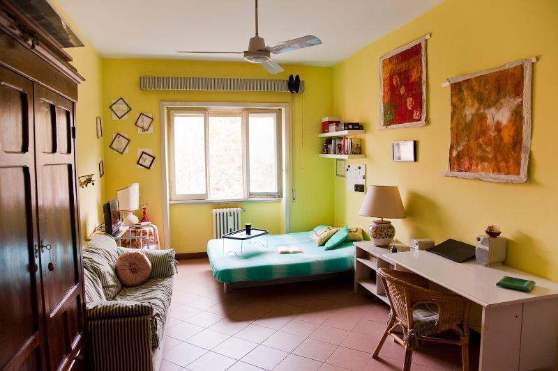 yellow room - La Casetta di Tiziana near the Coliseum - Rome - rentals