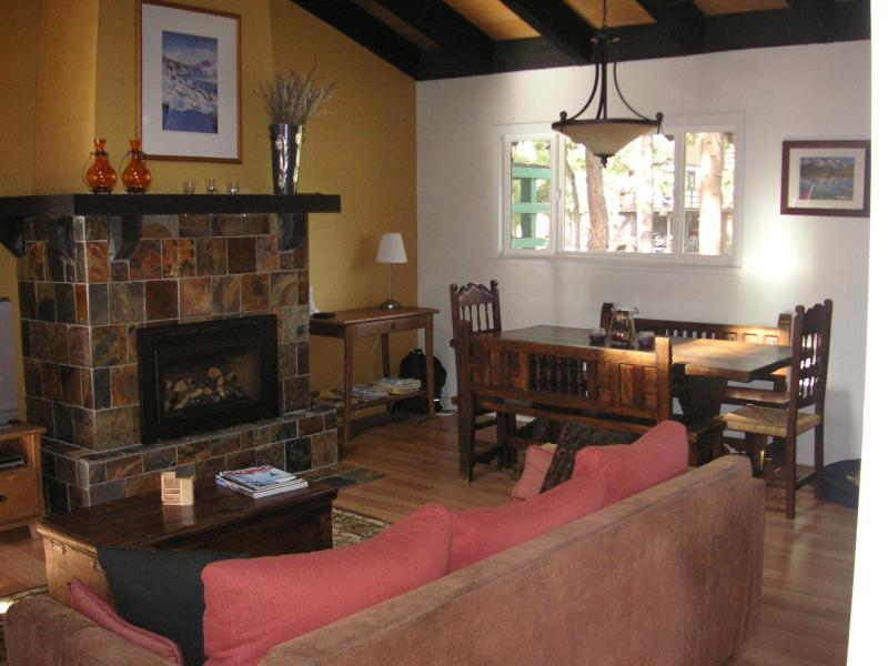 Living Room & Dining Area - North Lake Tahoe Ski Retreat - Incline Village - rentals