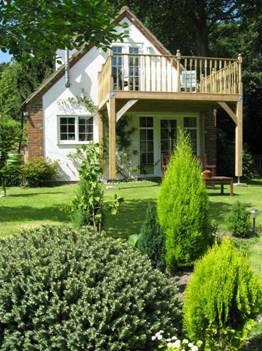 rear view - Wits End Cottage in country setting - Norwich - rentals