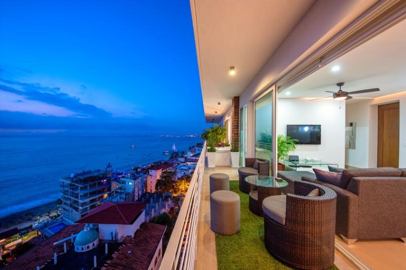 Private Hot Tub on Patio with unobstructed OCEAN VIEWS! - NEW!!| 353 AMAPAS | OCEAN VIEWS |1 BLOCK TO BEACH| - Puerto Vallarta - rentals