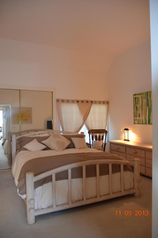 Master Bed-King bed - Large Light and airy Marina Condo - Marina del Rey - rentals