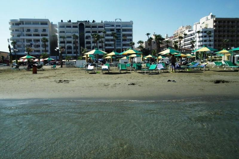 The apartment is perfectly positioned next to the beach - Waterfront apartment in the heart of the city - Larnaca District - rentals