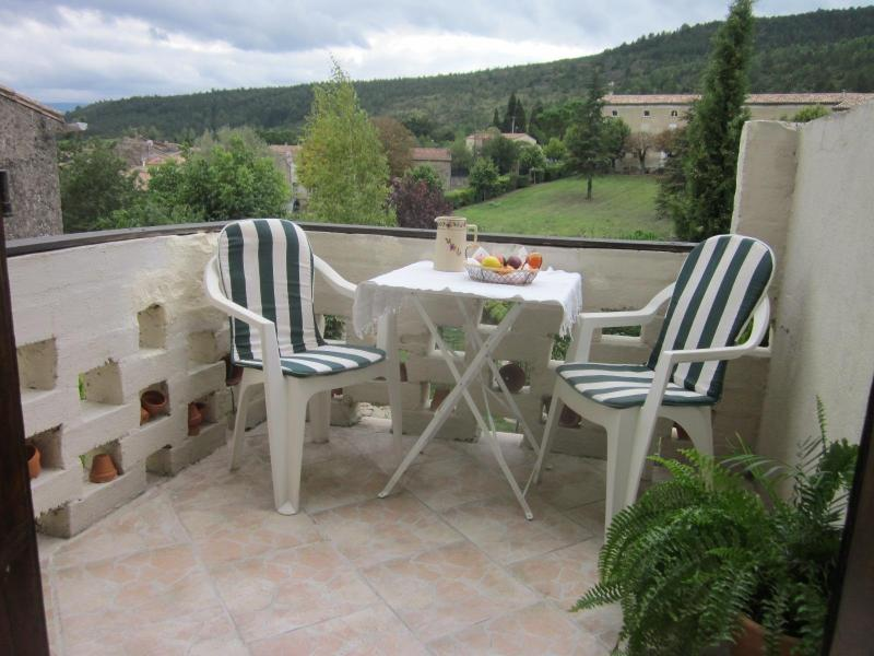 FIRST FLOOR BALCONY OVERLOOKING THE VILLAGE CHATEAU - Beautiful Village House Close To Limoux - Limoux - rentals