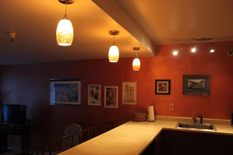 Dining bar - Beautiful true Ski-in Ski out condo located at base of chairlifts - Girdwood - rentals