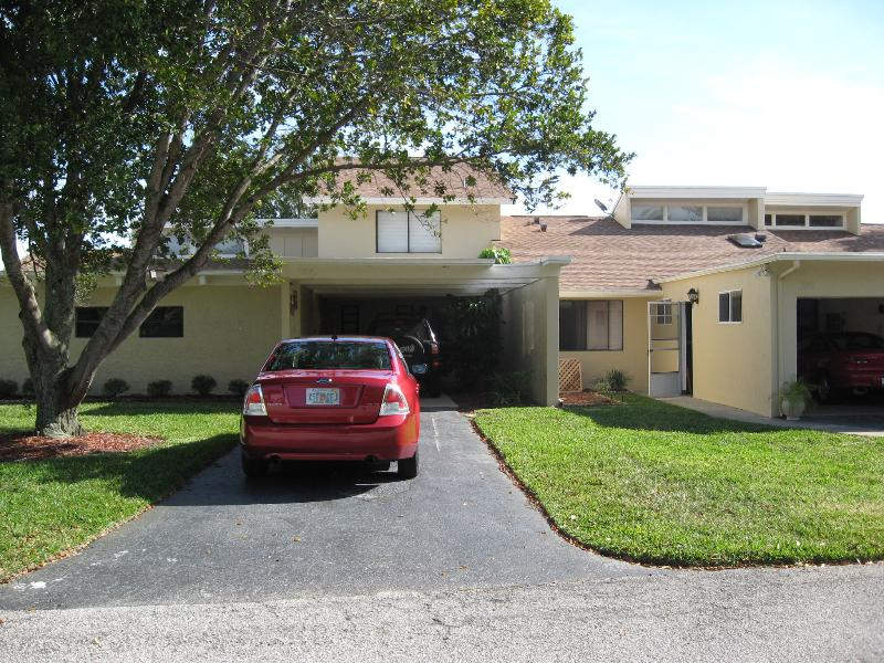 Front of the house - Townhome near THE AVENUE VIERA 2BDR - Melbourne - rentals
