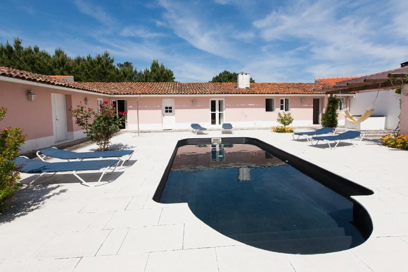 834072 - Large villa with Private courtyard and Swimming Pool, Sleep 9 - Salir so Porto - Image 1 - Salir do Porto - rentals
