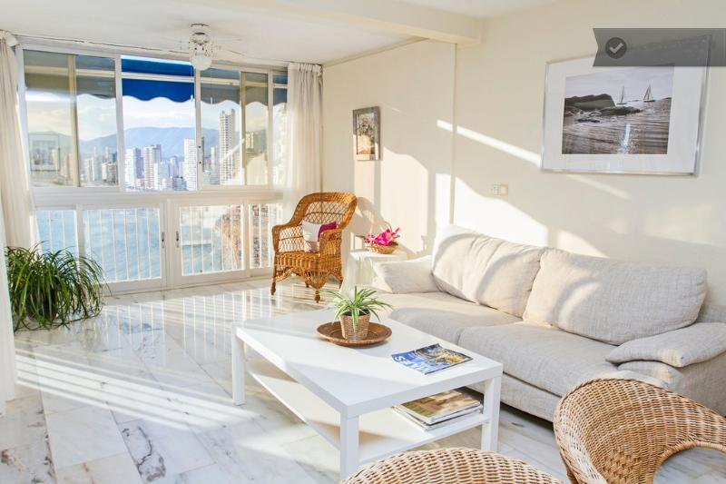 Luxurious, seafront and 3 bedrooms - Image 1 - Benidorm - rentals