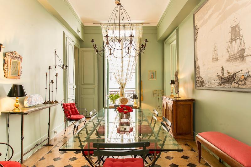 Marais Petit Versailles Vacation Rental - Image 1 - Paris - rentals