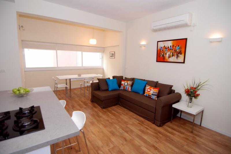 Living Room - Nehemia (By The Beach) - Tel Aviv -2 Bed Apartment - Tel Aviv - rentals