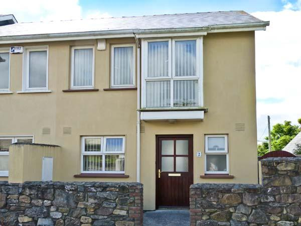 SHEPHERD'S WALK, pet-friendly, open fire, fantastic central location, close to beach, in Duncannon Ref. 26882 - Image 1 - Duncannon - rentals
