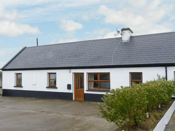 NO. 3 WHITE STRAND, traditional cottage, solid fuel stove, two minutes' walk to beach, near Doonbeg, Ref 29898 - Image 1 - Doonbeg - rentals