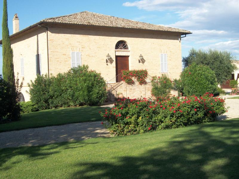 Front View - B&B Villa San Nicolino The 15th Century Experience - Morrovalle Scalo - rentals