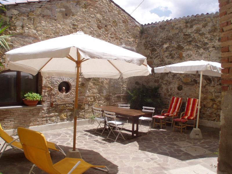 'Casa Mela', rustic stone house 18 km from the sea - Image 1 - Tuscany - rentals