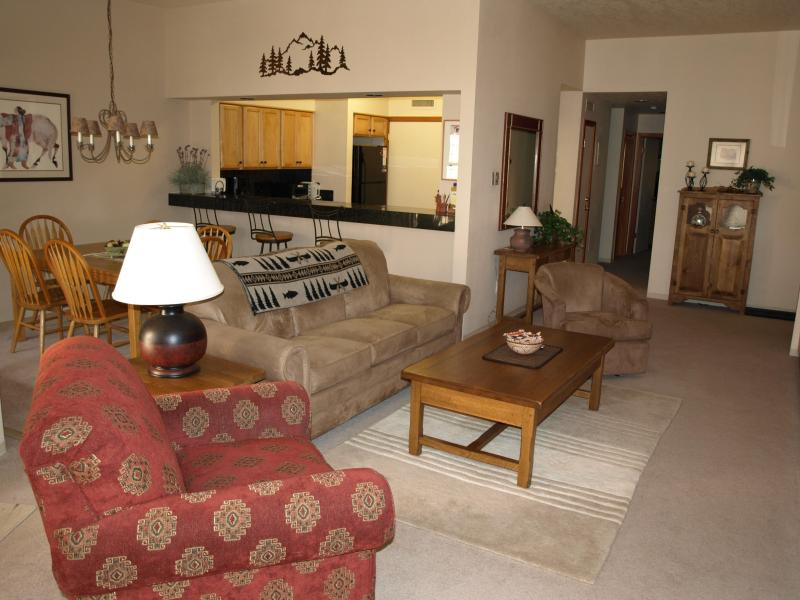 Open and roomy main living area - Beautiful, Spacious and Updated 2-bedroom condo - Keystone - rentals