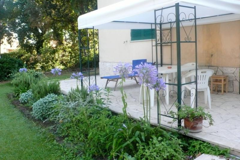 the garden downstairs - Apartment in villa  at the seaside near Rome - Ardea - rentals