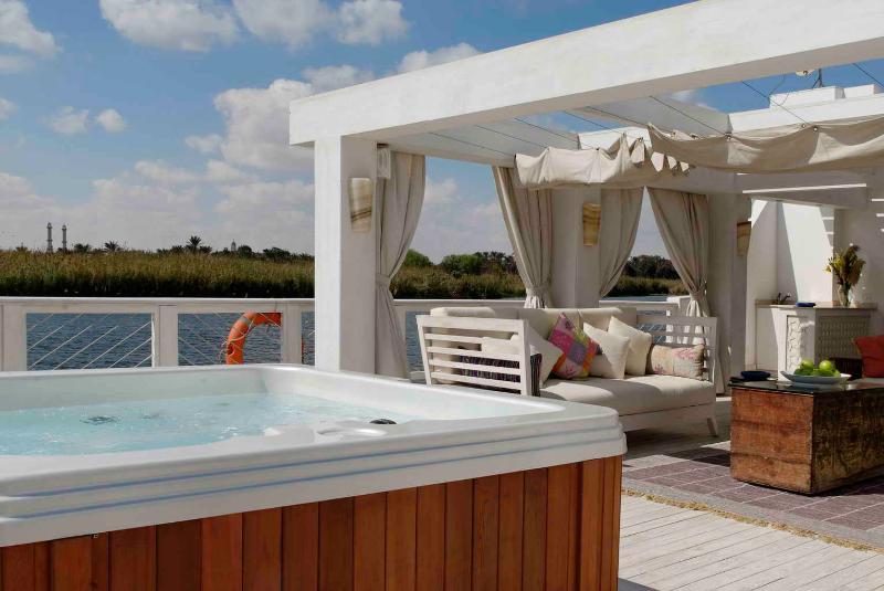 Main Deck- Hot Tub. - NUBIA DAHABEYA - Luxor - rentals