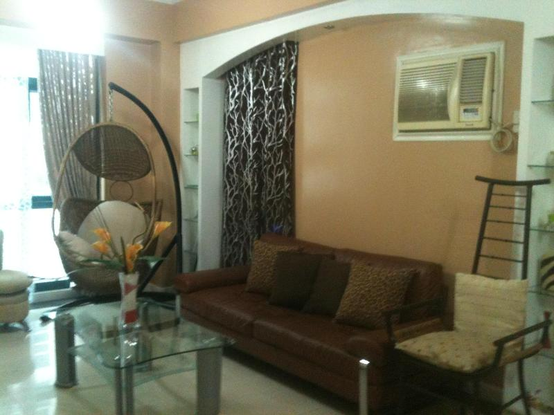 living area - 3Br Short Term Condo Rent @ GLOBAL CITY / THE FORT - Philippines - rentals