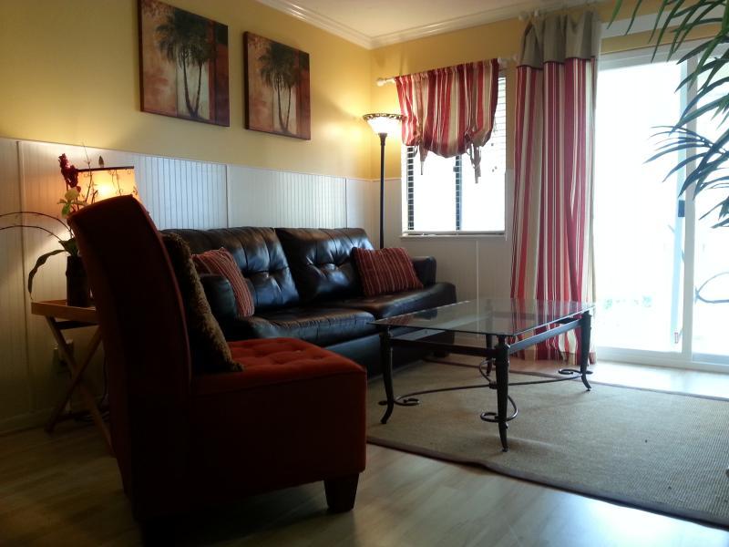 Comfortable Living Room w/Queen Sleeper, 42