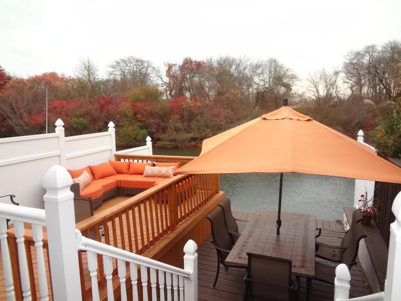 Backyard and Water View - Adorable & Cozy Waterfront Lindenhurst Bungalow! - Lindenhurst - rentals